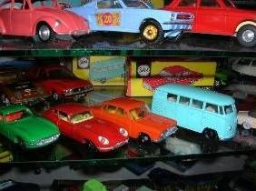 An den Beitrag angehängtes Bild: https://www.toymarkt.de/AschrayerModellautos1.JPG